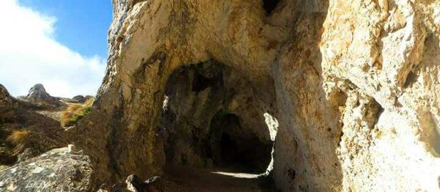 Alla Grotta di San Benedetto: tra grifoni, storia e natura.