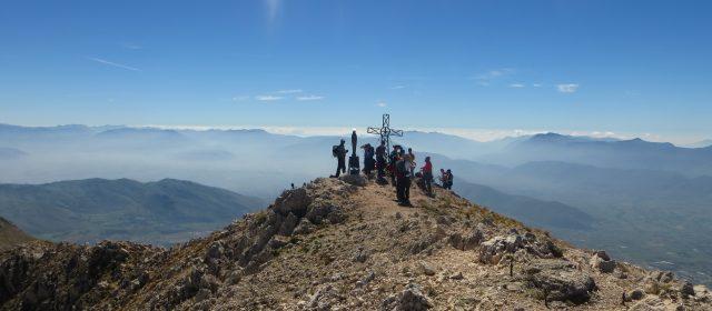 Escursione guidata sulla vetta del Monte Velino: il Signore del Lago